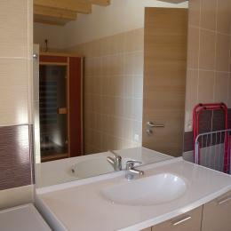 salle de bain avec sauna privatif - Location de vacances - Nothalten