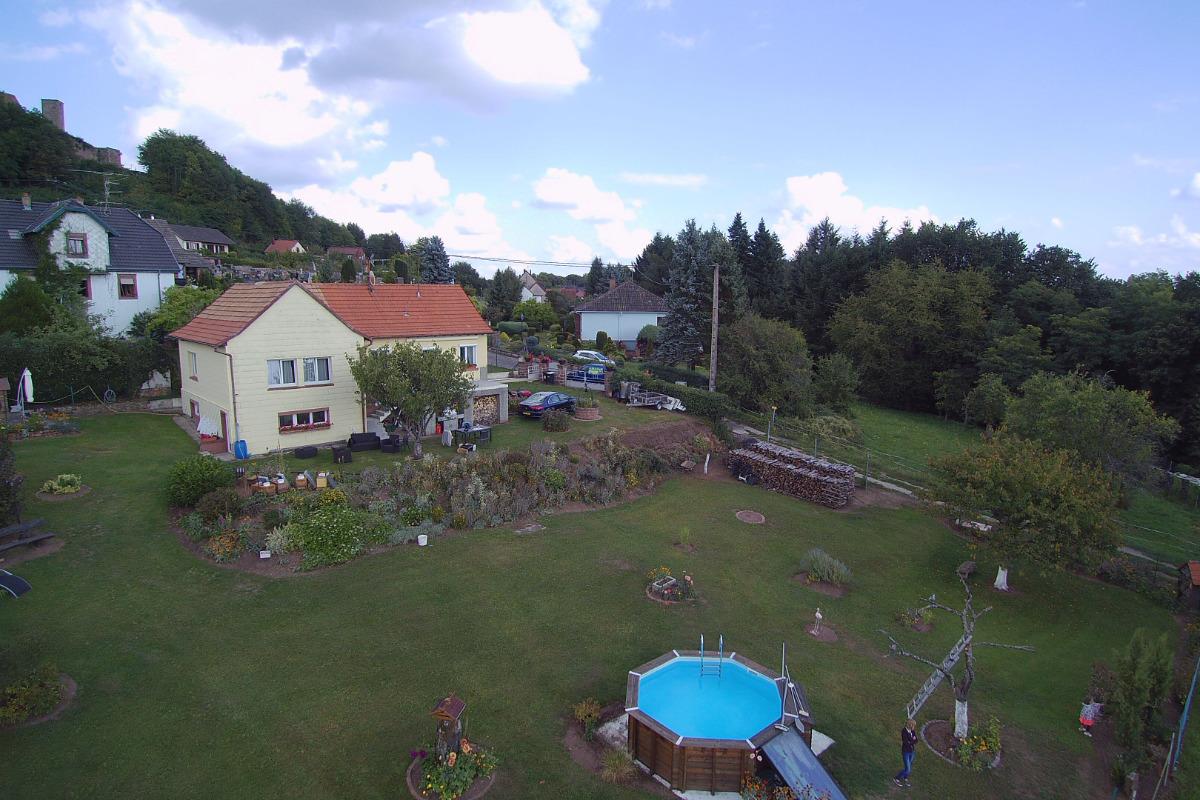 le gîte avec sa piscine vu du ciel - Location de vacances - Lichtenberg