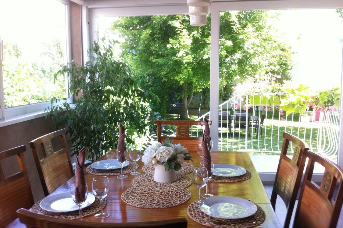 Salle à manger, vue vers le jardin !  - Location de vacances - Lingolsheim