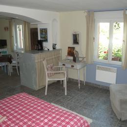 bureau et coin détente - Chambre d'hôtes - Muttersholtz