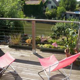terrasse avec vue sur la rivière et le jardin - Chambre d'hôtes - Muttersholtz