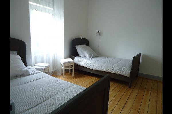 chambre blanche 2 lits 100X200 - Location de vacances - Strasbourg