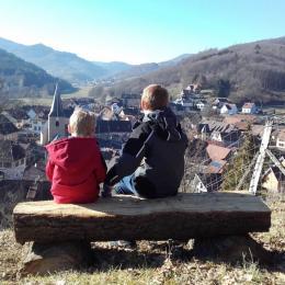 Terrasse  Vue sur le village et la Vallée - Chambre d'hôtes - Saint-Martin