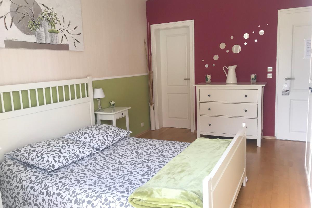 La chambre avec l'accès à la terrasse - Chambre d'hôtes - Marlenheim