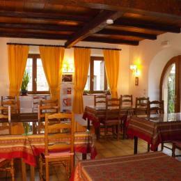 Petits déjeuners à l'extérieur en été - Chambre d'hôtes - Blaesheim