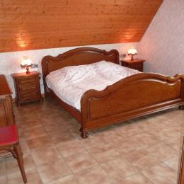 Chambre 2 : lit double 180 x 190 cm - Location de vacances - Epfig