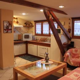 La cuisine entièrement aménagée et ouverte sur le salon - Location de vacances - Nothalten