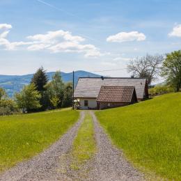 Chemin d'accès. Toutes  photos Panoramaweb - Location de vacances - Fréland