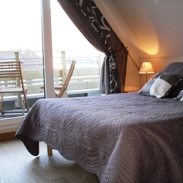 chambre 1 avec balcon - Location de vacances - Orbey