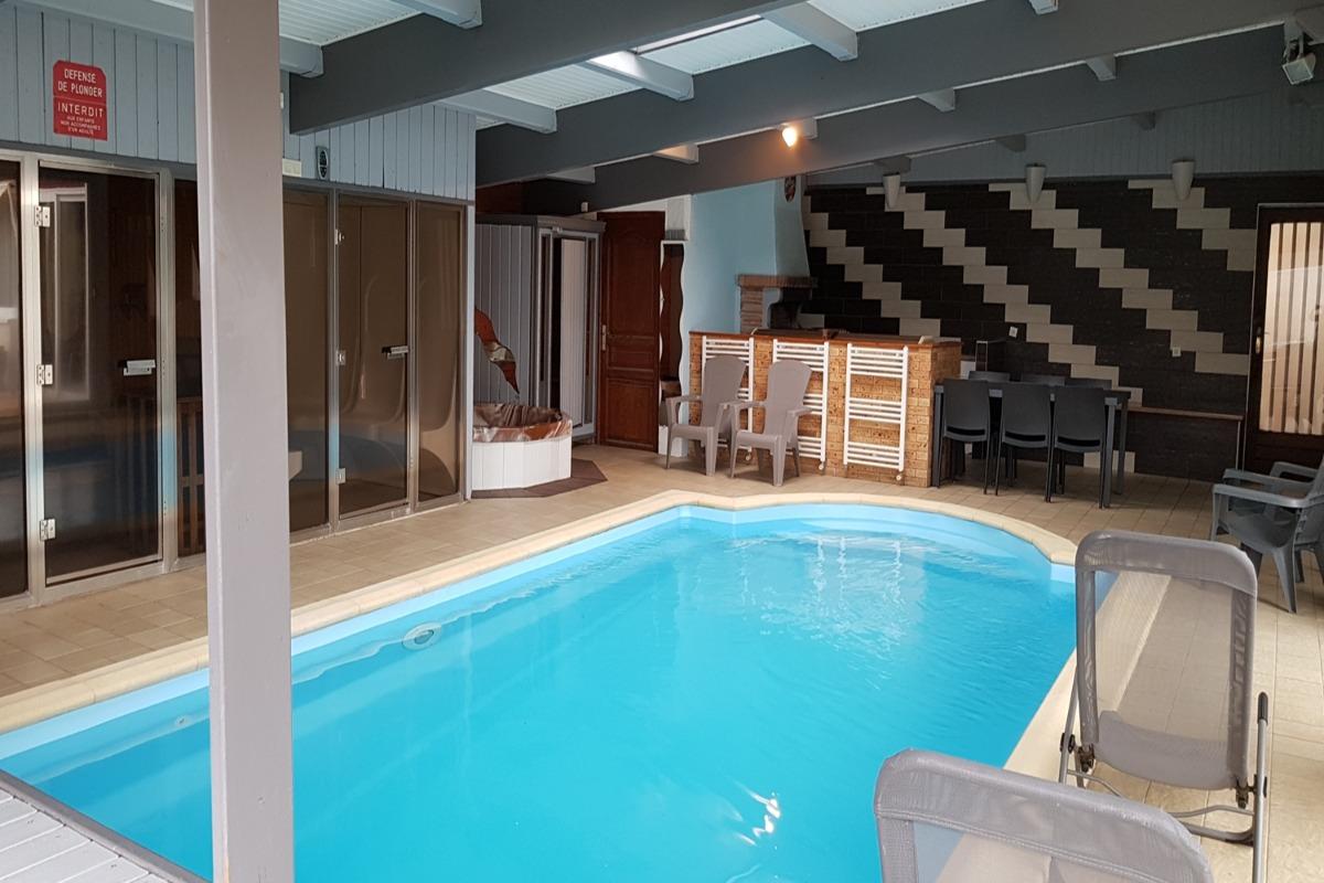 Piscine privée intérieure chauffée à 29°C - Location de vacances - Saint-Amarin