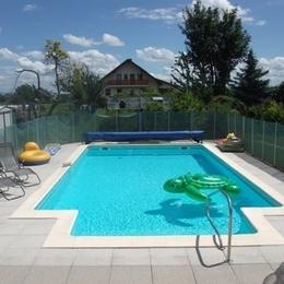 accès à la piscine familiale - Location de vacances - Berrwiller