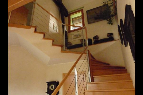 escalier d'accès au 1er étage avec 1 chambre et la mezzanine - Location de vacances - Colmar