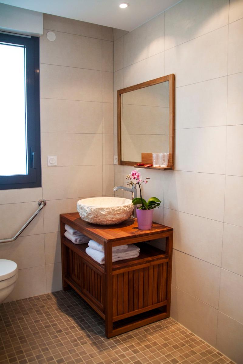 salle de bain adapté pour personne à mobilité réduite - Chambre d'hôtes - Hunawihr