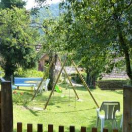 façade arrière du gîte avec passerelle d'accès depuis le pré - Location de vacances - Bourbach-le-Haut