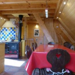 autre vue de l'espace de vie avec la passerelle donnant sur le pré - Location de vacances - Bourbach-le-Haut