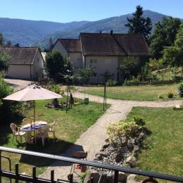 du balcon vu sur le jardin et le Obersolbeg - Location de vacances - Munster