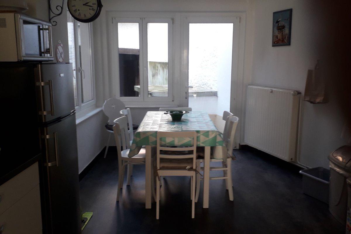 la cuisine  ouverte sur la salle à manger - Location de vacances - Eguisheim
