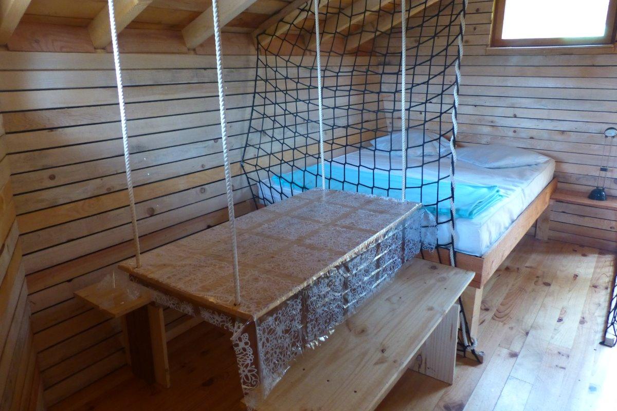 Lit double et coin séjour - Location de vacances - Burnhaupt-le-Haut