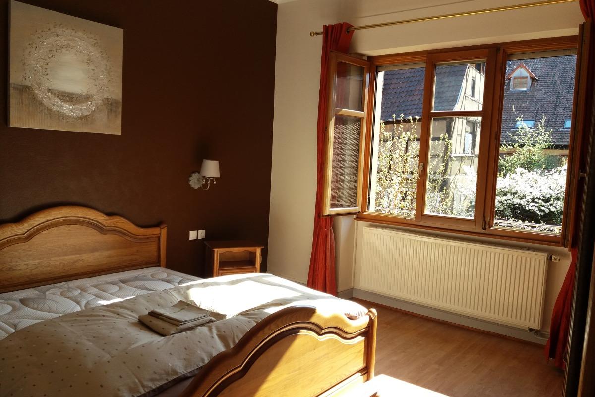 beau g te meubl situ au centre historique de kaysersberg. Black Bedroom Furniture Sets. Home Design Ideas
