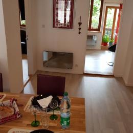 coin repas et salon - Location de vacances - Rouffach