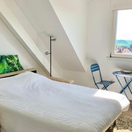 canapé lit déployé avec vue sur la plaine d'Alsace - Location de vacances - Riquewihr