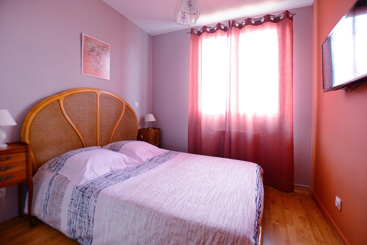 chambre part dieu castellanne rh ne lyon centre chambres d 39 h te lyon cl vacances. Black Bedroom Furniture Sets. Home Design Ideas