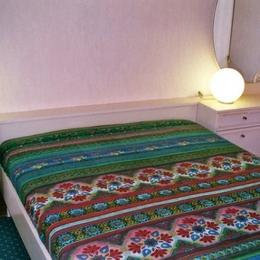chambre 1 - Location de vacances - Saint-Genis-Laval