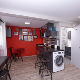 bureau , table cuisine et coin kitechenette studio Côté Saône - Location de vacances - Lyon