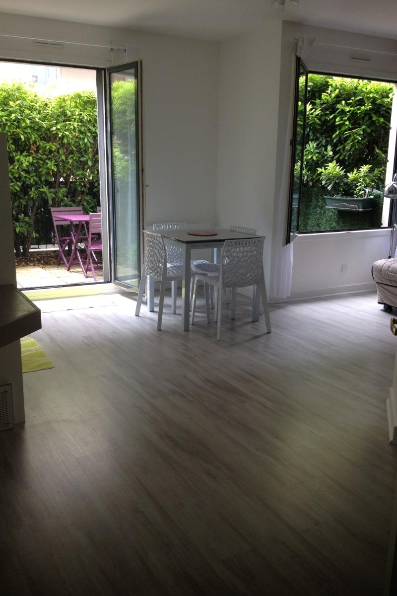 Flat Garden Level Of M² For People Holidays Rental à Lyon - Cuisine et croix roussiens lyon