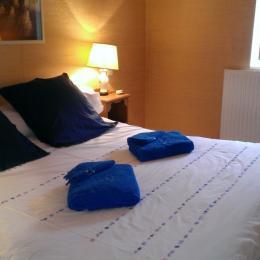 Une autre chambre double avec sa salle de bain et wc indépendants - Location de vacances - Lyon