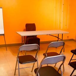 Chambres des Allées de Bellecour côté cour avec son lit en 140, sa TV, son dressing. - Chambre d'hôtes - Lyon