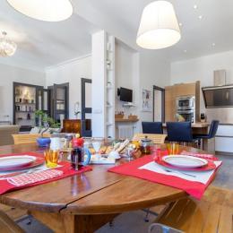 Salon cuisine salle à manger  / Living Room Dining Room Kitchen - Chambre d'hôtes - Lyon