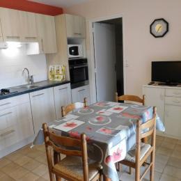 terrasse et son petit coin de verdure - Location de vacances - Meyras