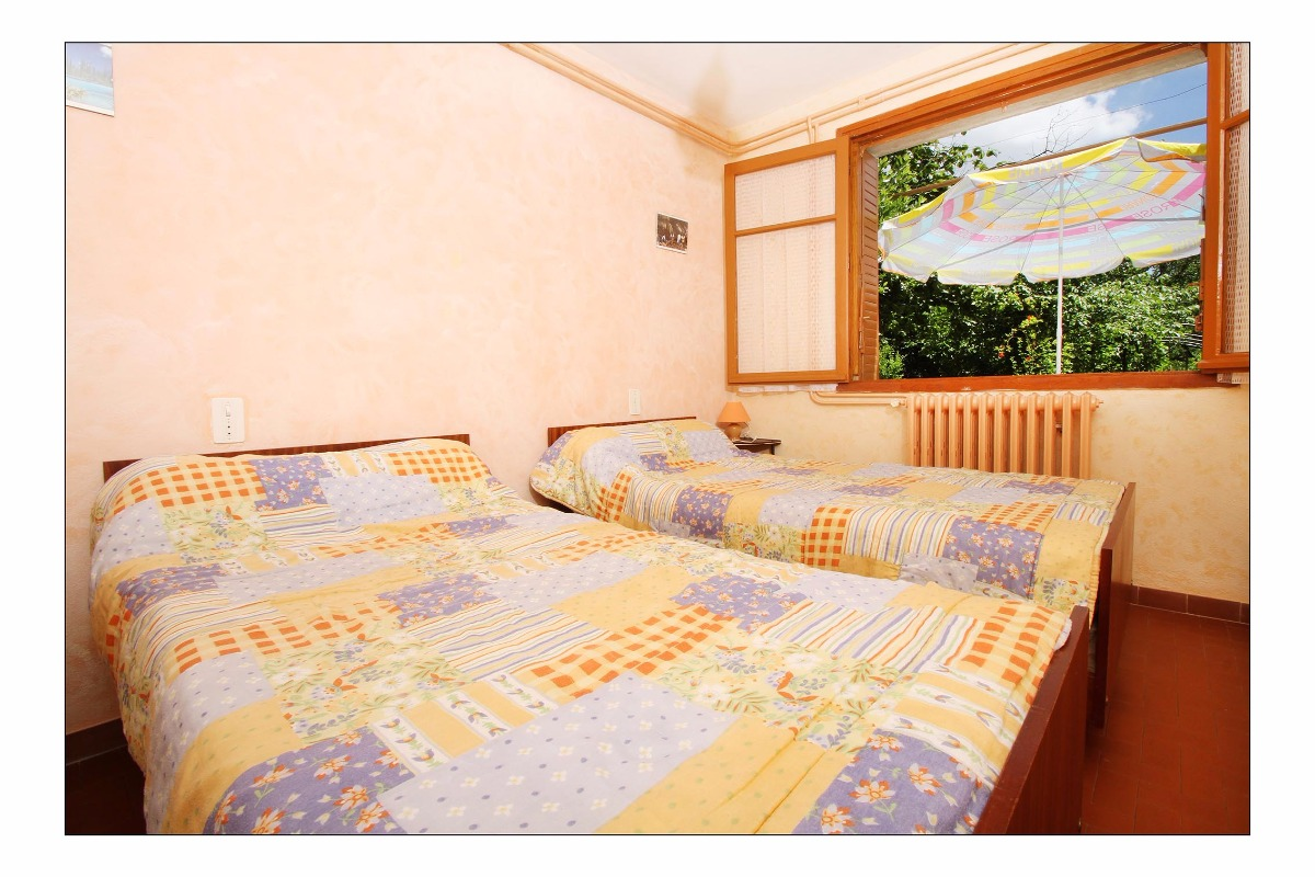 Chambre lits jumeaux - Location de vacances - Vogüé