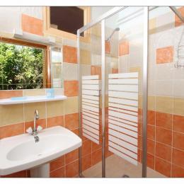 Salle d'eau - Location de vacances - Vogüé