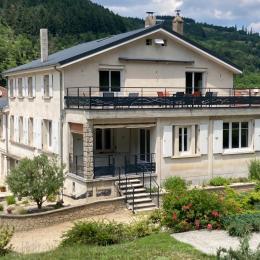 piscine chauffée avec douche solaire - Location de vacances - Vocance