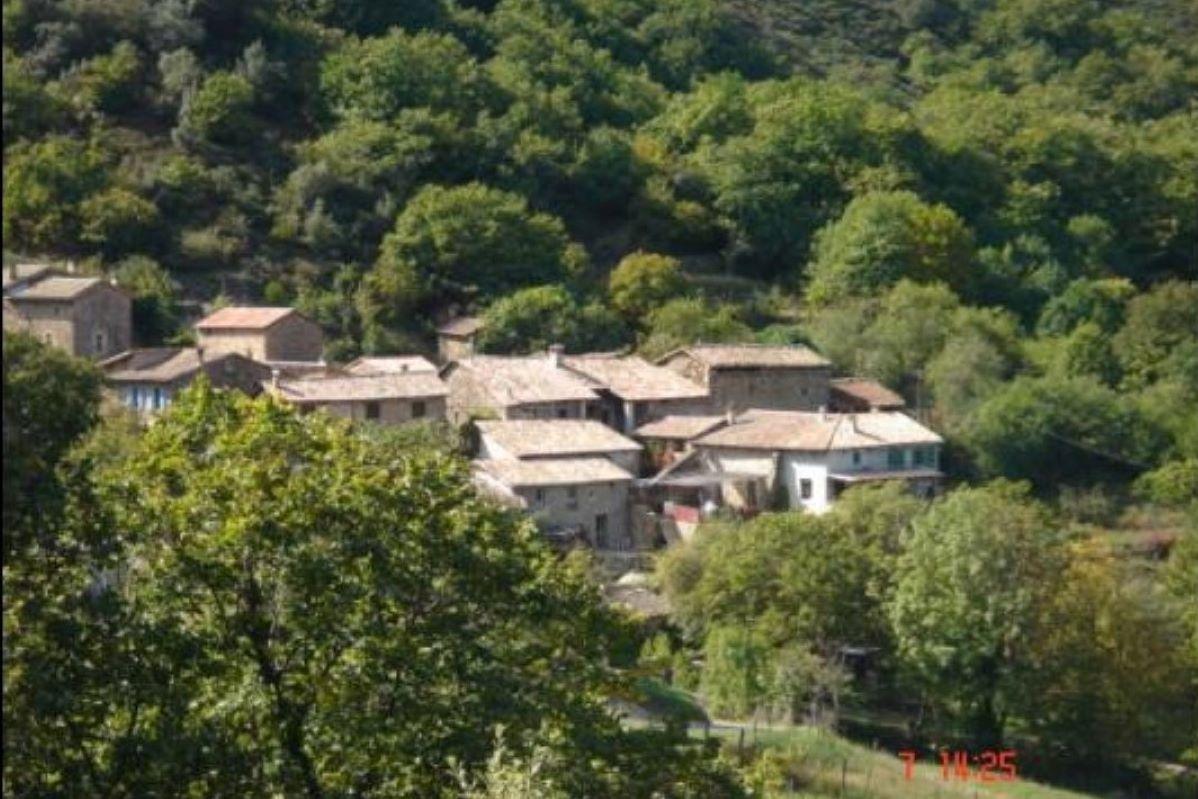 Le village - Location de vacances - Meyras