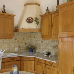 une partie de la cuisine - Location de vacances - Meyras