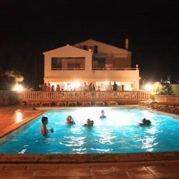 La piscine - Location de vacances - Bessas