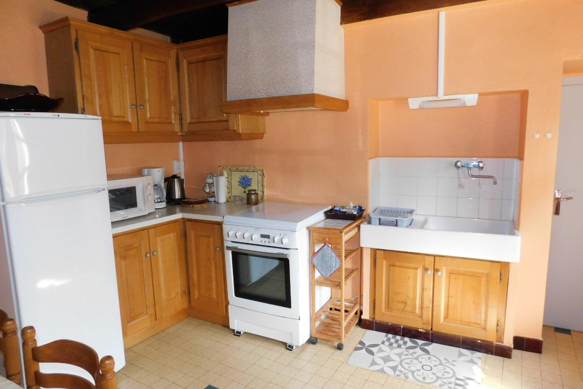 La pièce à vivre - Location de vacances - Saint-Michel-de-Chabrillanoux