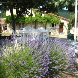 La terrasse - Location de vacances - Saint-Michel-de-Chabrillanoux