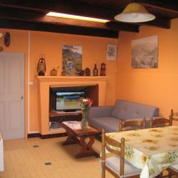 La chambre à l'étage - Location de vacances - Saint-Michel-de-Chabrillanoux