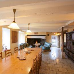 Salle à manger - Salon  - Location de vacances - Saint-Julien-Labrousse
