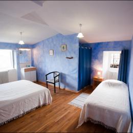 Chambre bleue - Location de vacances - Saint-Julien-Labrousse