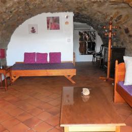 Le salon avec 1 couchage - Location de vacances - Saint-Étienne-de-Fontbellon