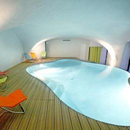 Piscine intérieure - Location de vacances - Saint-Thomé