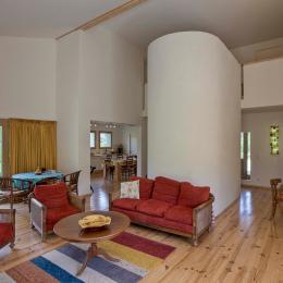 Salle de séjour spacieuse - Location de vacances - Désaignes