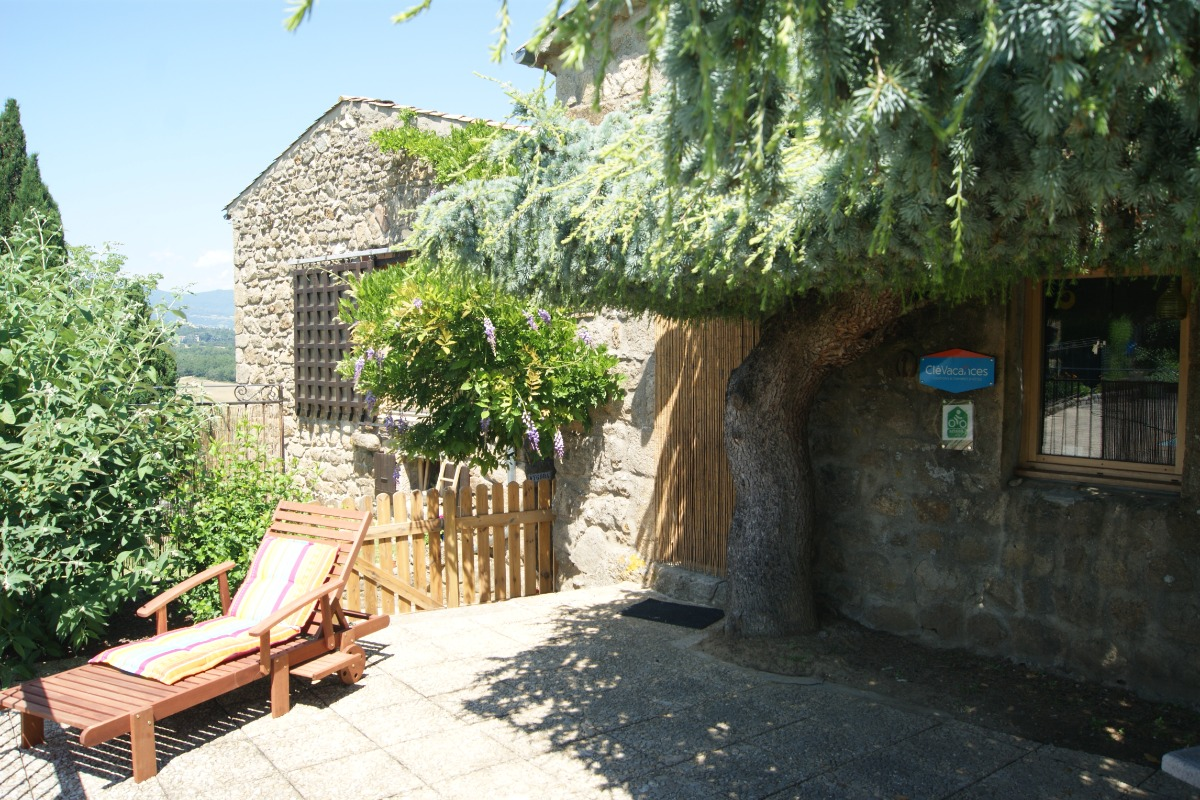 Terrasse gîte  - Location de vacances - Eclassan