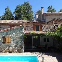 Le Vallon des Etoiles- gite de caractère pour 2 personnes en Ardèche du Sud avec piscine privée et chauffée (en saison) - Location de vacances - Lussas