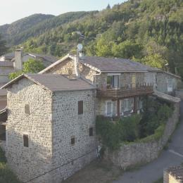 chez ALICE ET CLEMENT,Les COMBES HAUTES Hameau à 3 kms de VALS  - Location de vacances - Vals-les-Bains